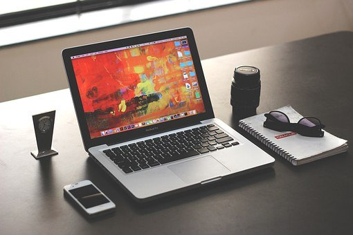 laptop-mockup-business-office-iphone